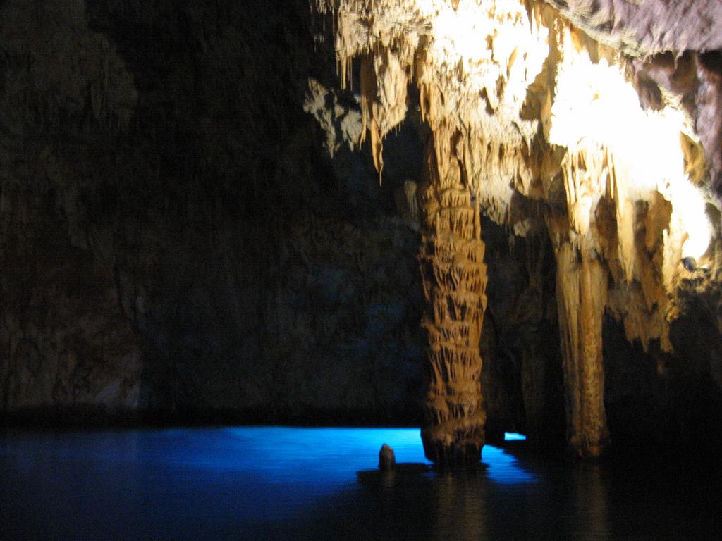 Cosa vedere sulla Costiera Amalfitana: la Grotta dello Smeraldo